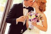 Bride and groom holding glasses of champagne — Stock Photo