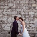 Bride and groom kissing near brick wall — Stock Photo #74204939