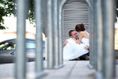 Bride and groom sitting in the city — Foto de Stock