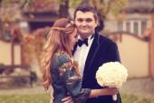 Bridal couple on their wedding day — Stock Photo