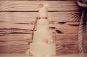 Gâteau de mariage de massepain avec roses — Photo