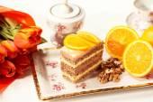 おいしいクリーミーなケーキにレモン — ストック写真