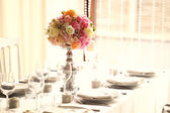 Beautiful flower bouquet in vase on elegant table — Stock Photo