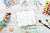 Pinturas y pinceles de artista — Foto de Stock