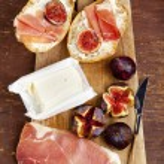 Bruschetta with prosciutto ham & figs with white cheese. fresh b — Stock Photo #69819091