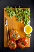 Ripe vegetables. food ingredients. tomato, olive oil, salad — Stockfoto