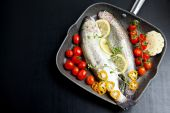 Raw fish with vegetables in pan — Stock Photo