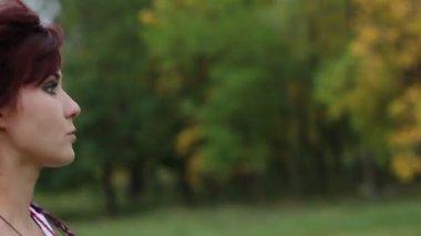 Girl Run on nature — Stock Video