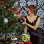 Beautiful girl near the Christmas tree — Stock Photo #68567297