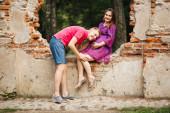 Красивые беременная женщина и мужчина влюбленная пара — Стоковое фото