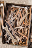 Old locksmith keys are in a metal box. — Foto Stock