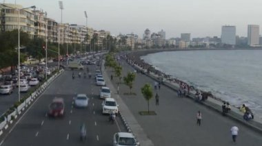 Time lapse of Vehicle Traffic in evening at Marine Drive the Queen's necklace,with new electricity saving LED daylight like street lights, Mumbai, Maharashtra, India. — Стоковое видео