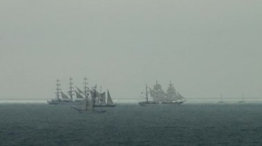 4 sailing ship are meeting in a stormy sea during Chernomoskoy regatta — Stock Video