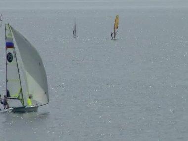 Sailing regatta in the waters of the Black Sea city of Sochi — Stock Video