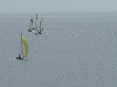Athletes at the sailing courts floating in the waters of the city of Sochi on the Black Sea — Stock Video