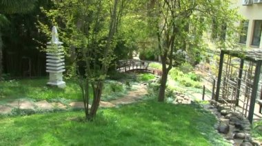 Panorama over the Japanese garden in the arboretum — Stock Video