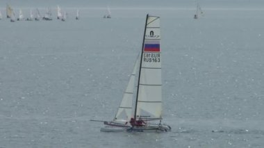 Yacht racing is a competition of athletes in sailing sports in may 2015 in the Black sea near the city of Sochi — Stockvideo