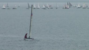 Yacht racing is a competition of athletes in sailing sports in fpril  2015 in the Black sea near the city of Sochi — Stock Video