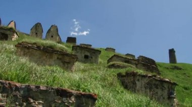 The medieval city of the dead in the village of Dargavs in North Ossetia-Alania — Stock Video