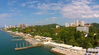 Panorama van het kustgebied van Sotsji met lucht — Stockvideo