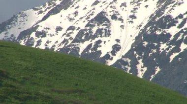 Quebrada de Kurtat en Osetia del norte. — Vídeo de Stock