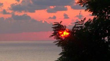 Solnedgång på Svarta havet staden Sochi, Ryssland — Stockvideo