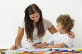 Learning to draw with mother — Stock Photo