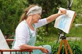 Painting pictures outdoors — Stock Photo
