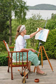 Woman painting outdoors — Foto Stock