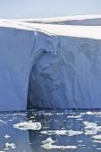 Arch in iceberg — Stock Photo