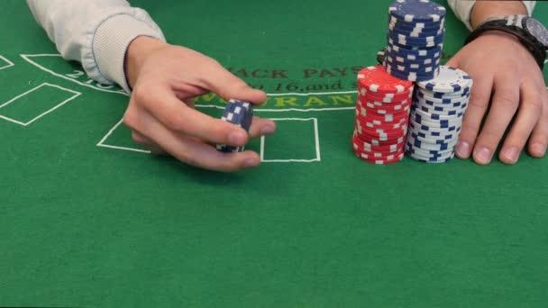 Man met pokerfiches in de hand stockvideo danjesperson 21175287 - Schaduw weddenschappen ...