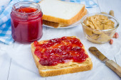 Sandwich with creamy peanut butter and strawberry jam — Stock Photo