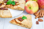 Piece of homemade fresh apple galette with pecan nuts — Stock Photo