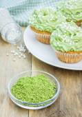 Healthy muffins with ricotta cheese and matcha frosting — Stock Photo