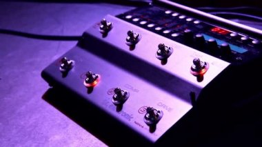 Guitar player using the foot controller switches the special effects of sound — Stock Video