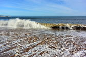 Small Waves Crashing on to the Beach — Stock Photo