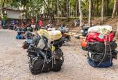LOEI, THAILAND - Nov 14 : Unidentified porters prepared to carry climbers' belongings on 28 Nov 2014 at Phu Kradueng National Park, Loei, Thailand — Stock Photo