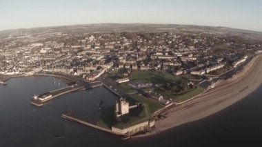 Aerial shot flying over Broughty Castle on the river tay by Dundee — Stock Video