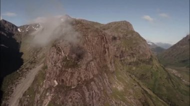 Aerial shot of the 3 sisters mountains in Glencoe — Stock Video