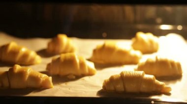 Time-lapse video of croissants baking in oven — Stock Video