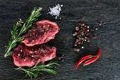 Two garnished raw beef steaks — Stock Photo