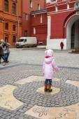 Making wishes at the zero kilometer on the red square. — Stock Photo