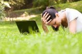 Girl freelancer doing her job in the park — Stock Photo