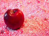 The Red Apple on Pink — Stock Photo