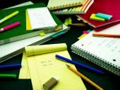 Aprendizaje de nuevas palabras de la escritura de la lengua muchas veces en el cuaderno; — Foto de Stock
