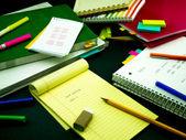 Učit nový jazyk psaní slova mnohokrát na Notebook; — Stock fotografie