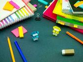 Malý Origami ninjové pomáhá vaši práci, když spíte na — Stock fotografie