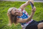 Female model against a lawn in a t-shirt with an American flag a — Stock Photo