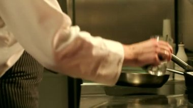 Chef Cooking Flambe Dish — Stock Video