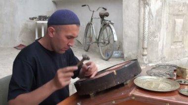 Artisan makes beautiful plates — Stock Video